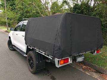2016 Hilux with Genuine Tray with Toyota rear bar