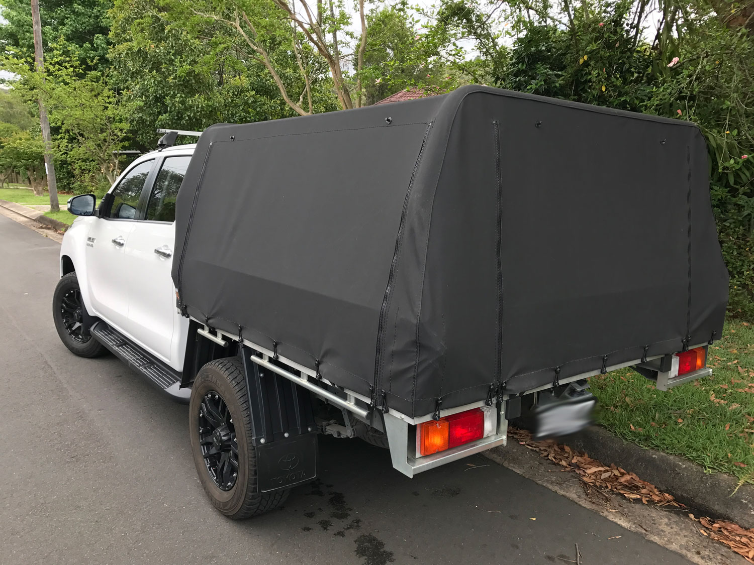 2016 Hilux with Genuine Tray with Toyota rear bar Canvas ute canopies cover & Canvas Ute Canopies for Trays with existing rear bar:Wallaby Track ...